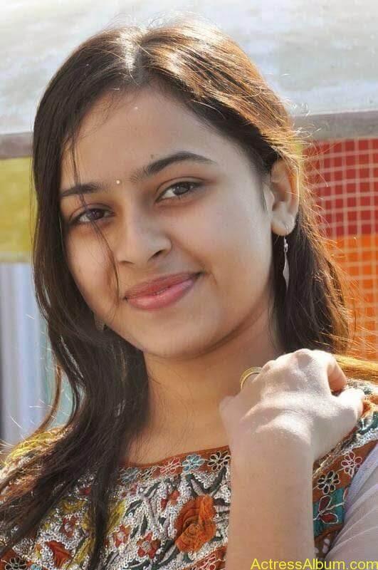 Sri Divya latest stills (7)