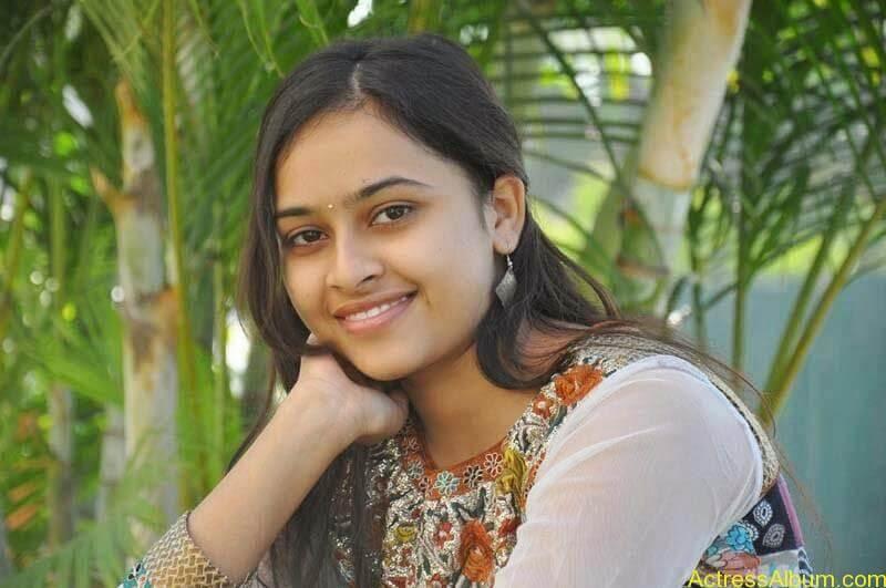 Sri Divya latest stills (8)