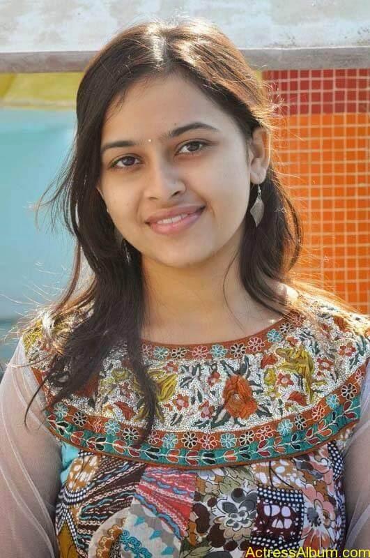 Sri Divya latest stills (9)