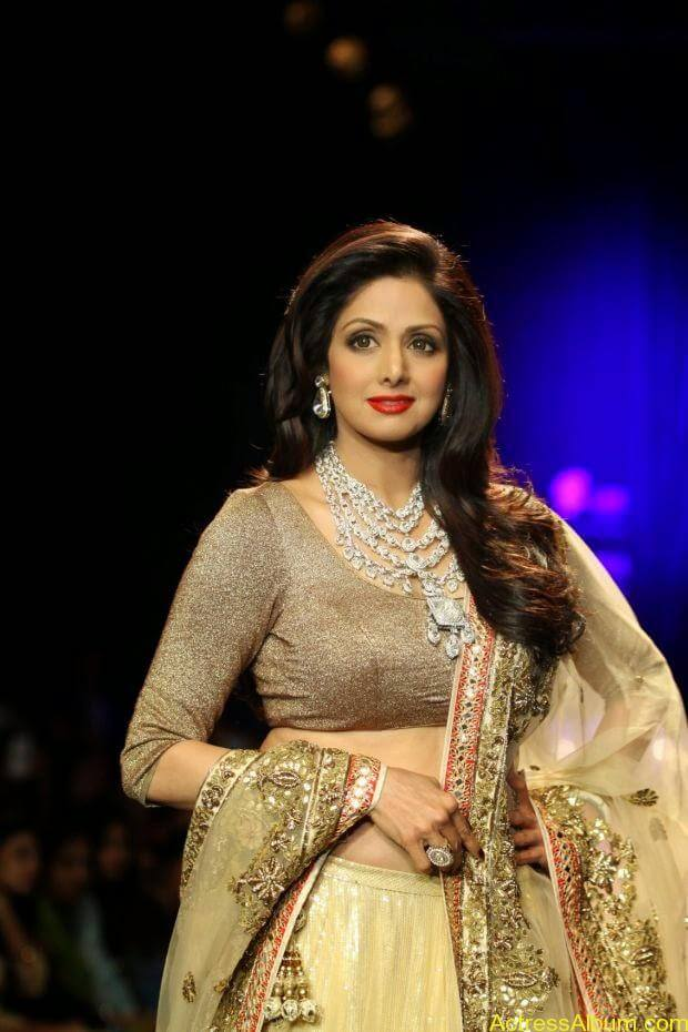 Sridevi  Ramp Walk  at showstopper at IIJW 2014 (1)