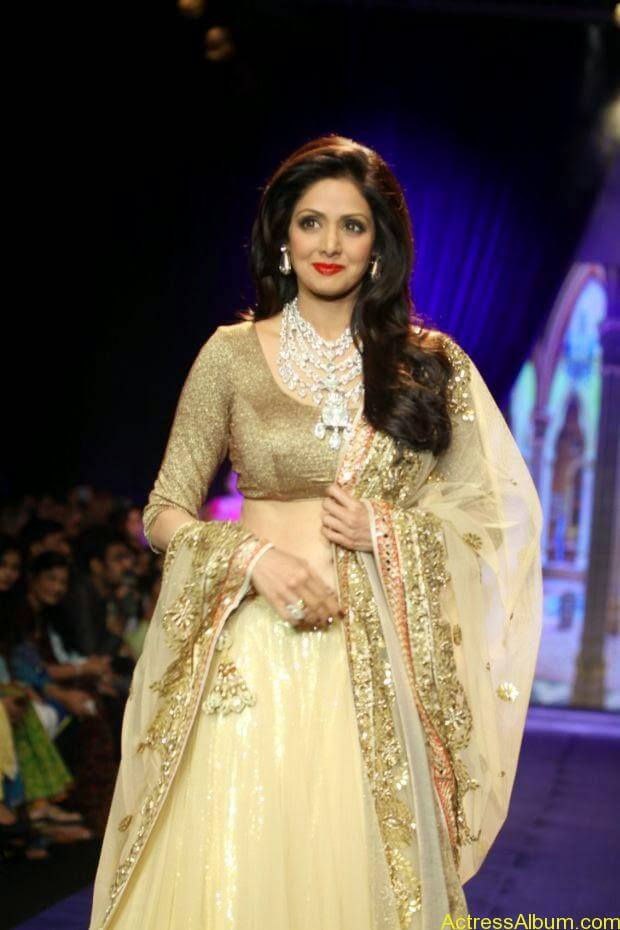 Sridevi  Ramp Walk  at showstopper at IIJW 2014 (2)