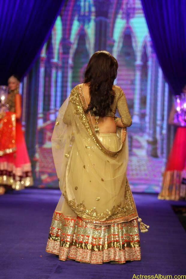 Sridevi  Ramp Walk  at showstopper at IIJW 2014 (5)