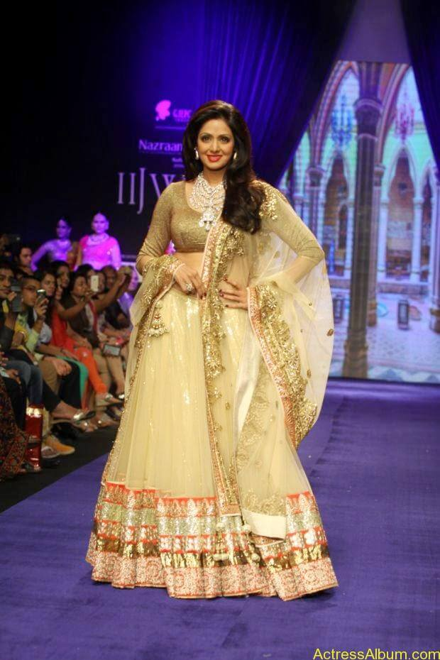 Sridevi  Ramp Walk  at showstopper at IIJW 2014 (6)