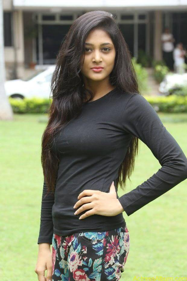 Sushma Raj hot hd wallpapers in tight wear (6)