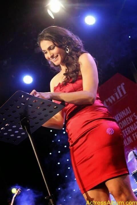 Tamil Actress Andrea Jeremiah Sexy Gallery 5