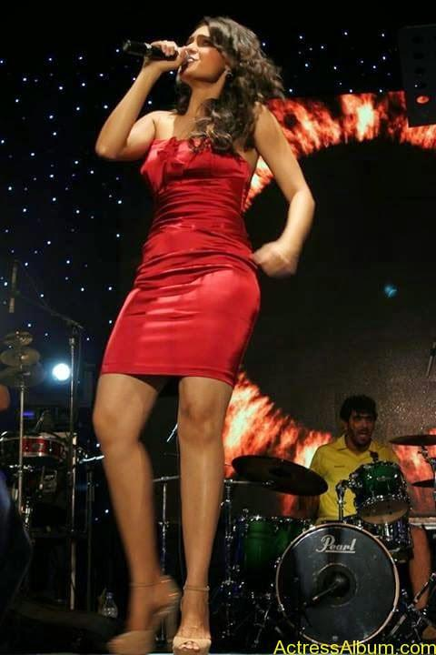 Tamil Actress Andrea Jeremiah Sexy Gallery10