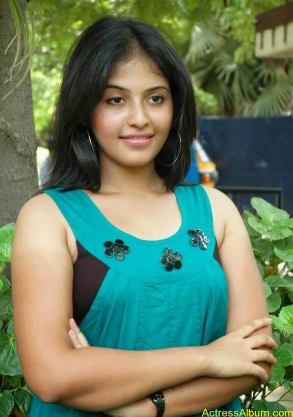 Tamil actress anjali latest photos stills (1)