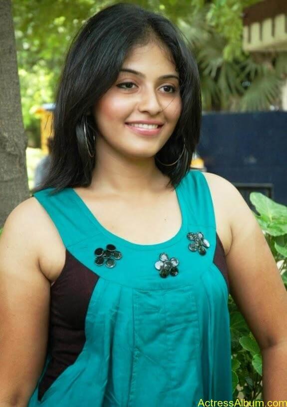 Tamil actress anjali latest photos stills (2)