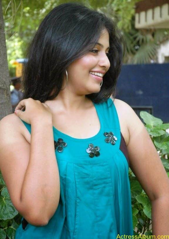 Tamil actress anjali latest photos stills (4)