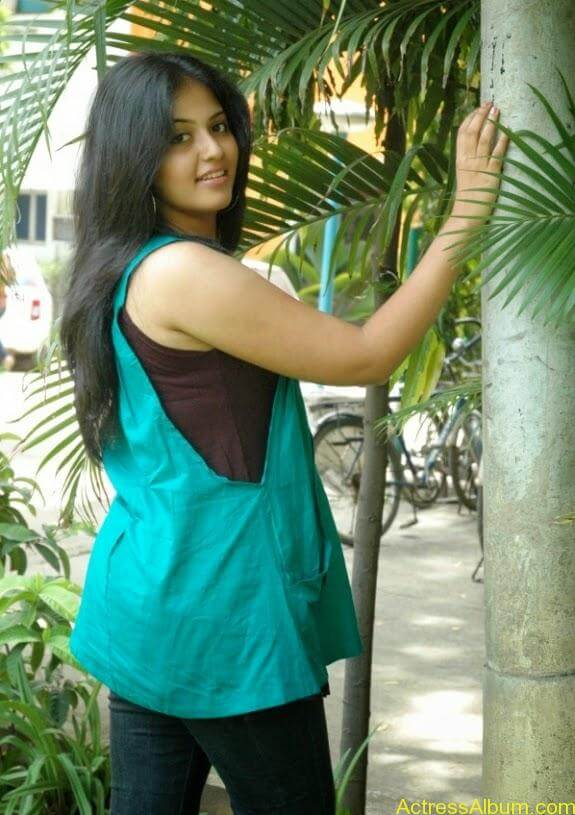 Tamil actress anjali latest photos stills (5)