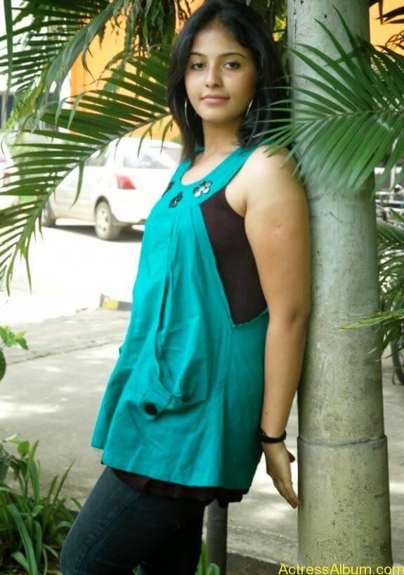 Tamil actress anjali latest photos stills (6)
