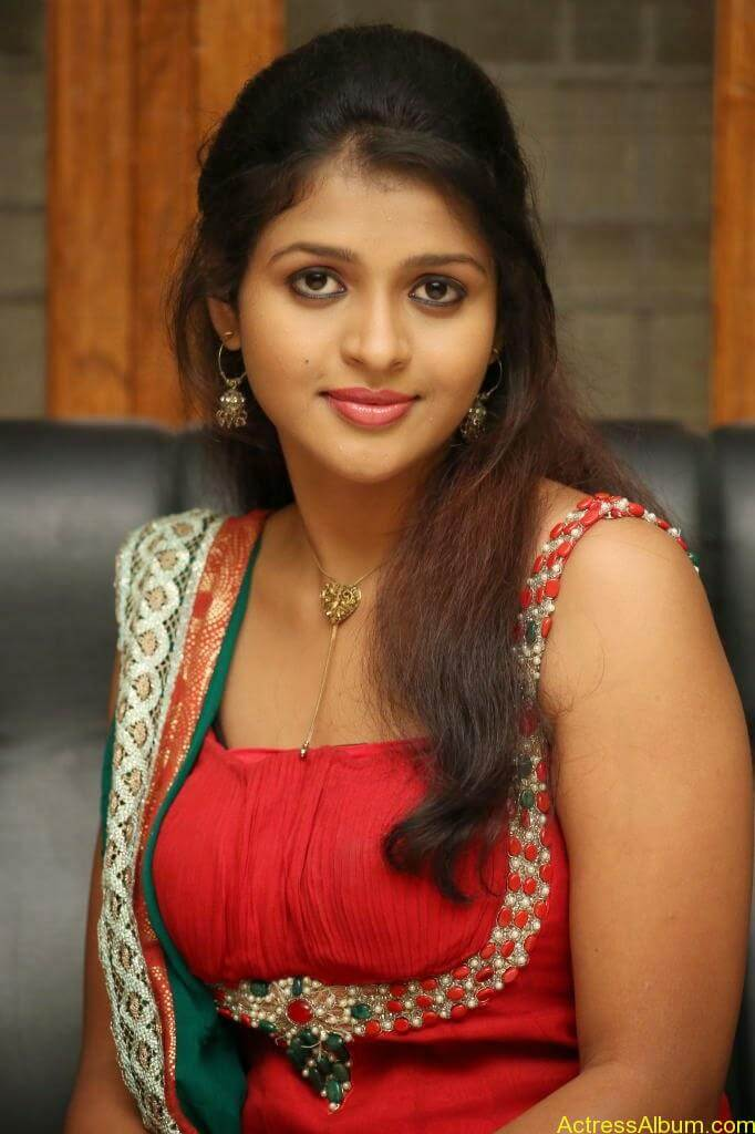 Tamil actress Aswi hot Photos (1)