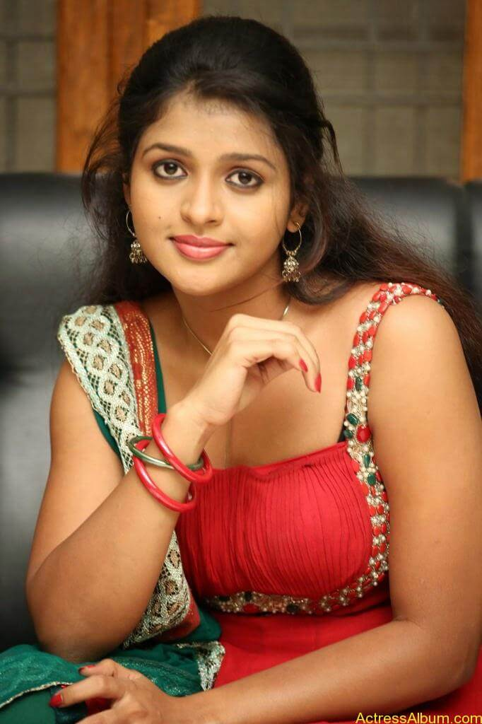 Tamil actress Aswi hot Photos (3)