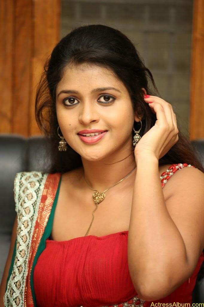 Tamil actress Aswi hot Photos (4)