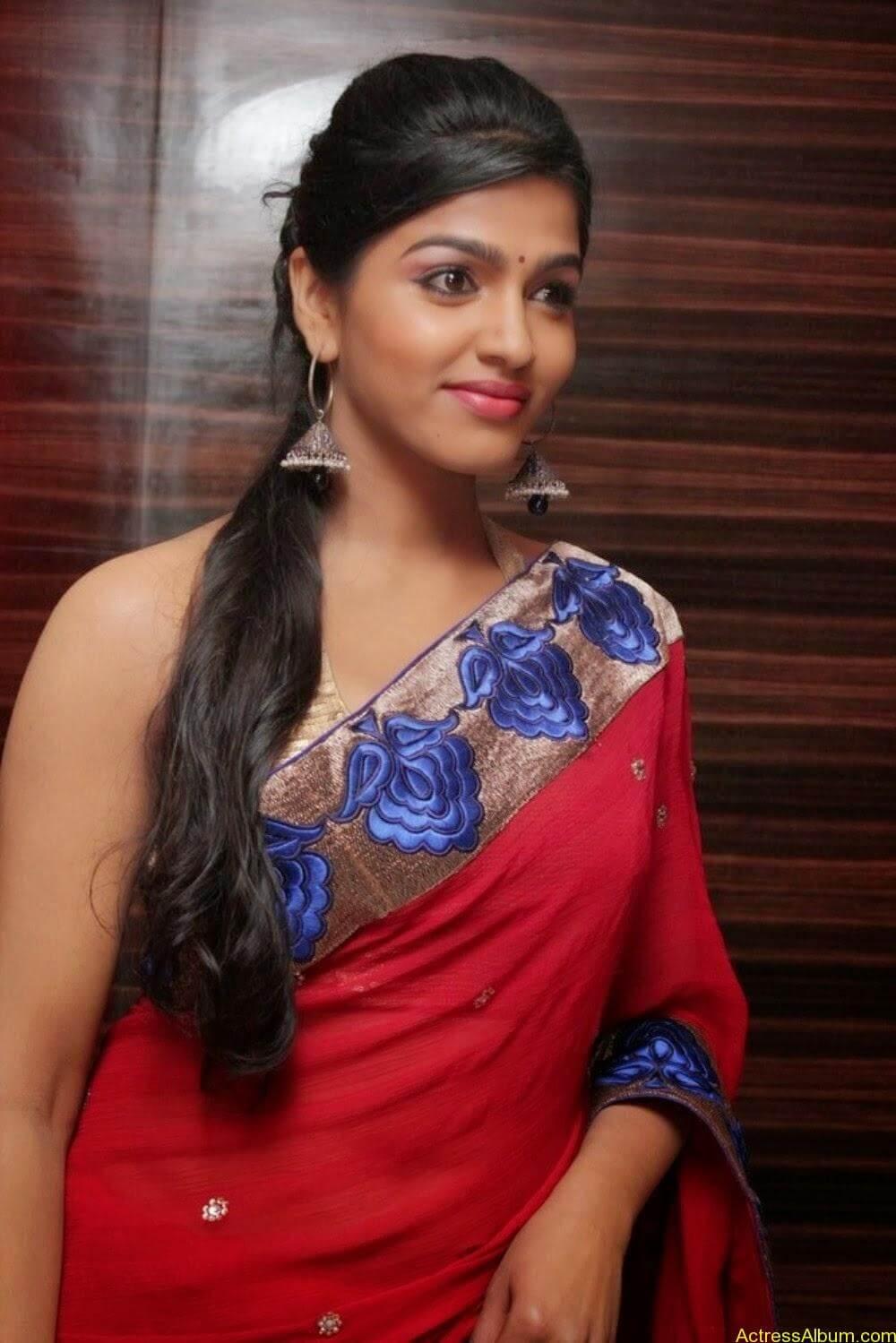 Tamil Actress Dhanshika hot in saree (1)