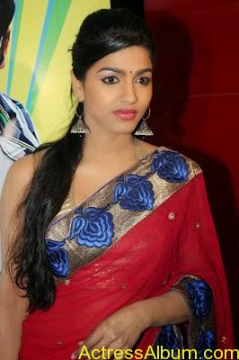 Tamil Actress Dhanshika hot in saree (10)