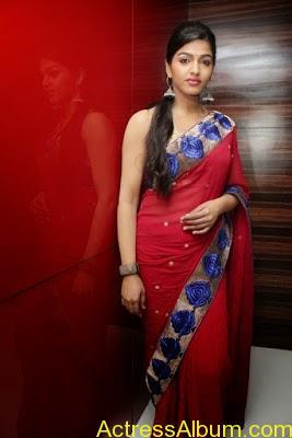Tamil Actress Dhanshika hot in saree (23)