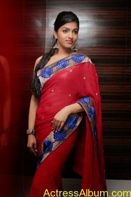 Tamil Actress Dhanshika hot in saree (9)