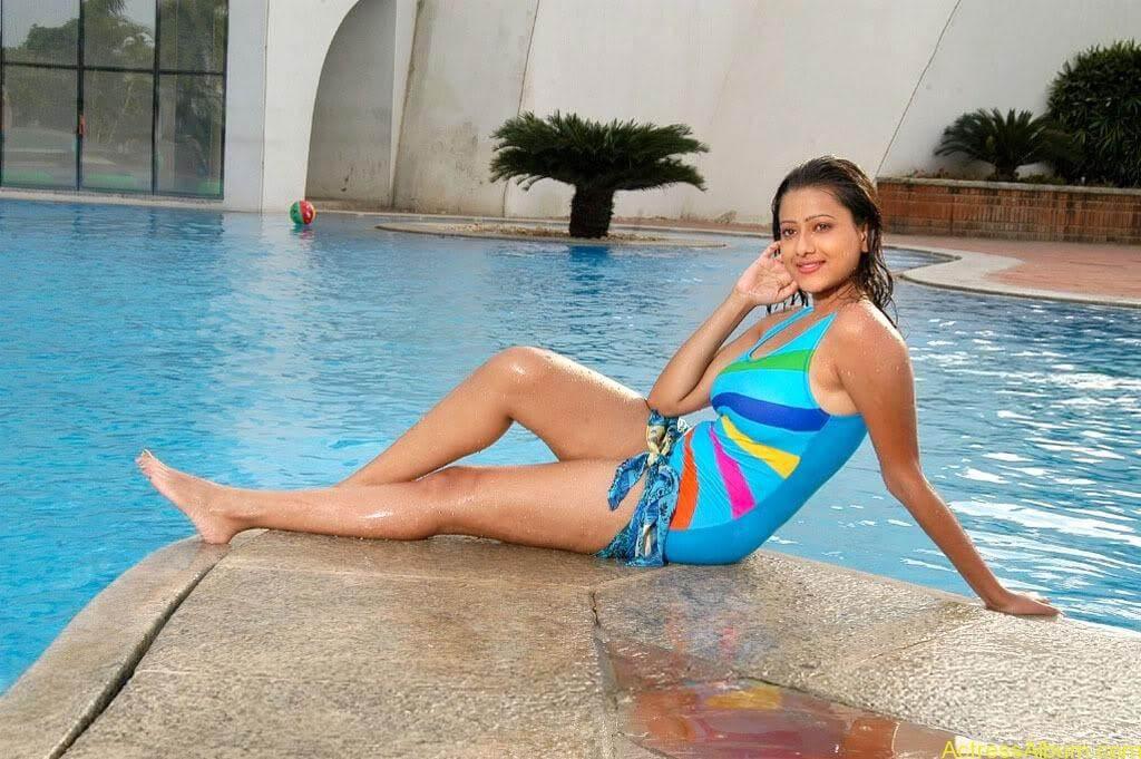 Tamil actress Madasala sharma bikni pics 6