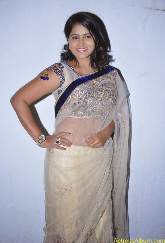 Tanusha in saree photos (2)