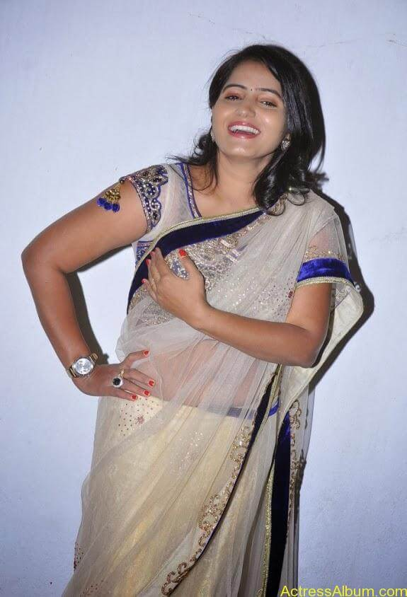 Tanusha in saree photos (5)