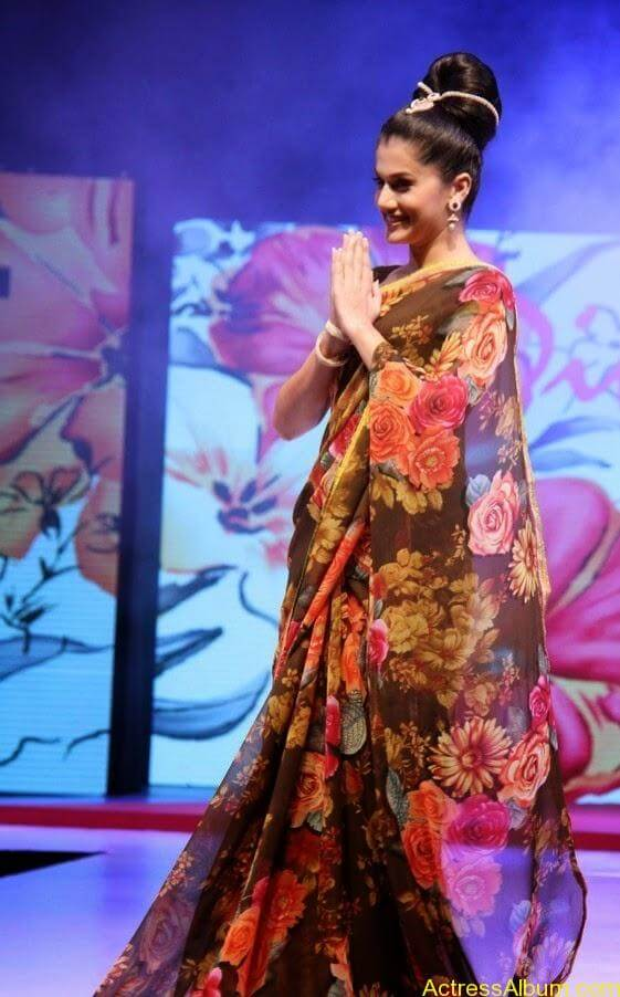 Tapsee  Saree stills (1)