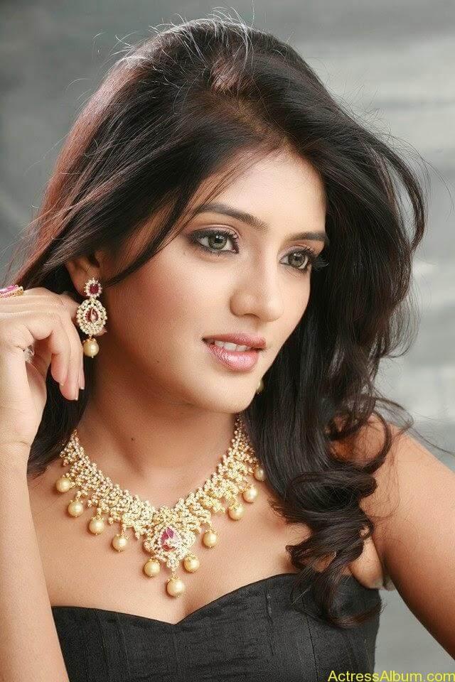 Telugu Actress Eesha's Personal Hot Pics