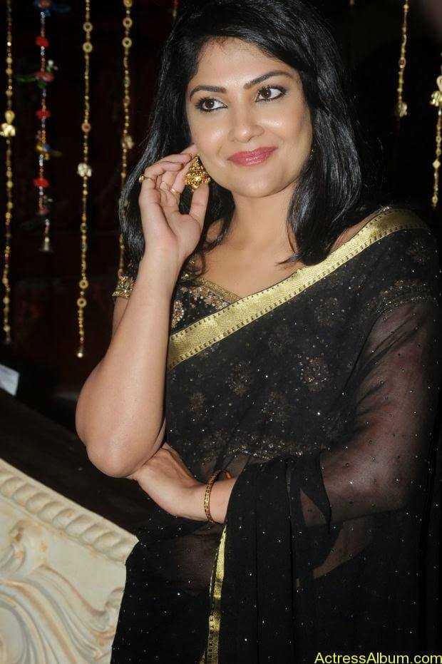 Telugu Actress Kamilini Mukarjee hot in black transparent saree (1)