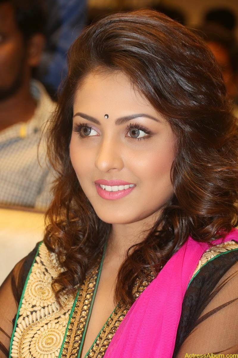 Telugu Actress Madhu Shalini latest wallpapers (1)