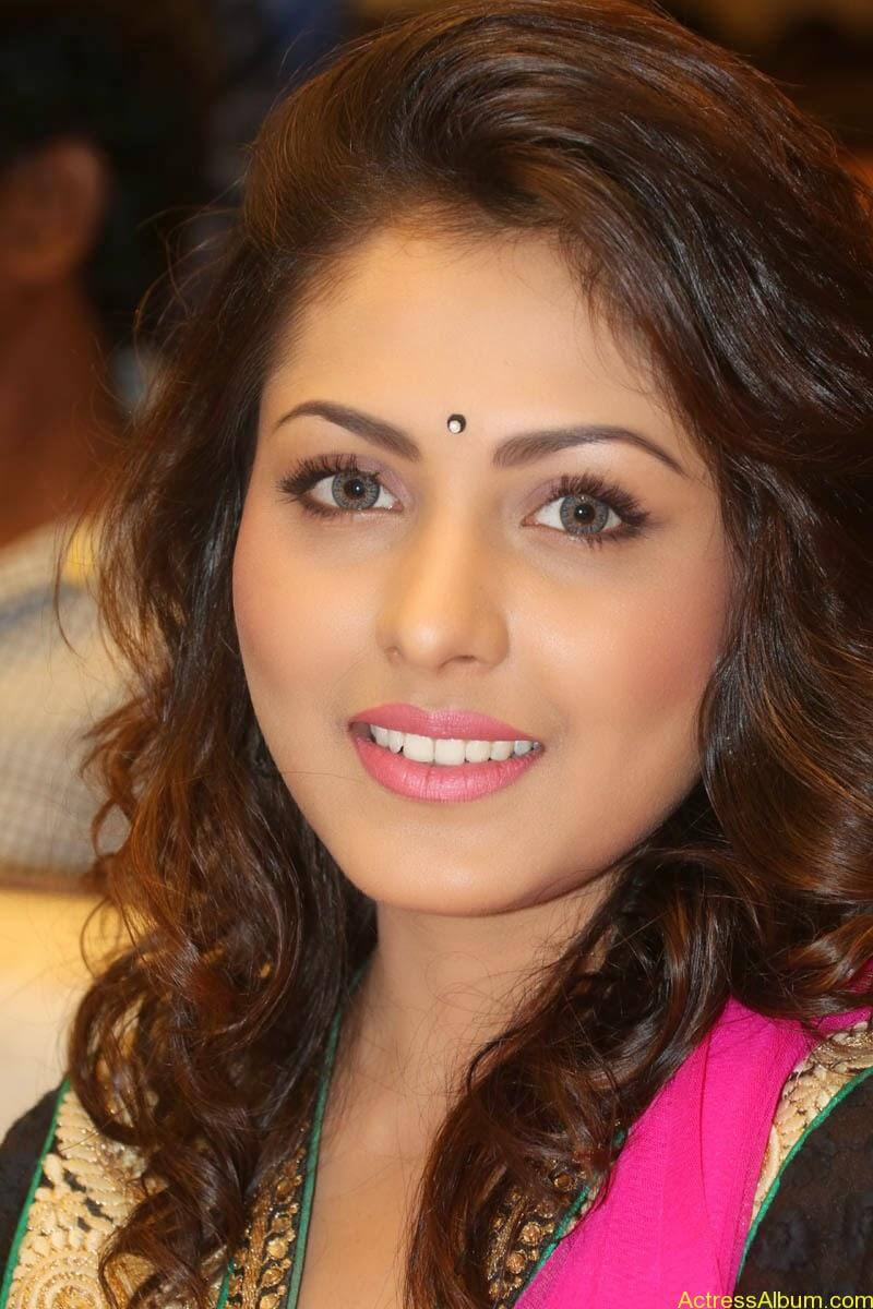 Telugu Actress Madhu Shalini latest wallpapers (2)