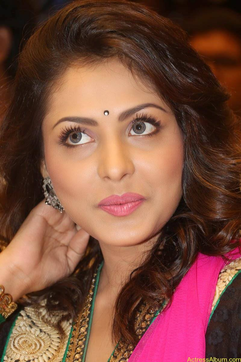 Telugu Actress Madhu Shalini latest wallpapers (3)