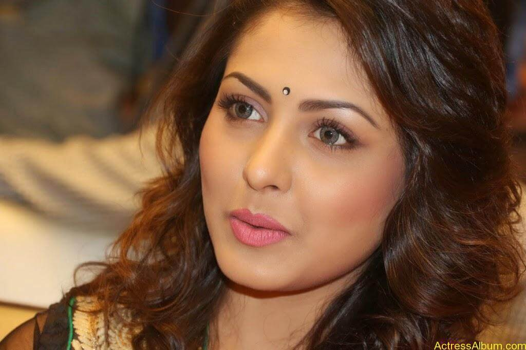 Telugu Actress Madhu Shalini latest wallpapers (4)