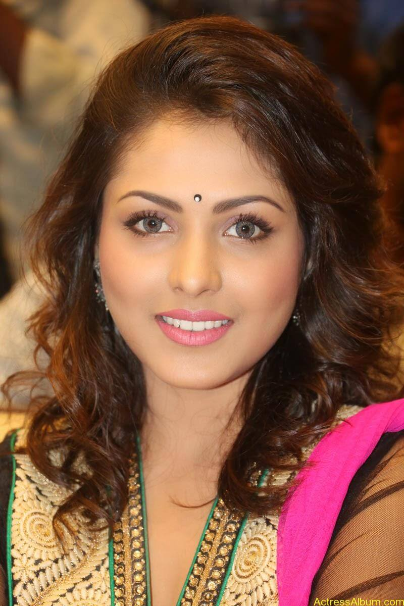 Telugu Actress Madhu Shalini latest wallpapers (5)