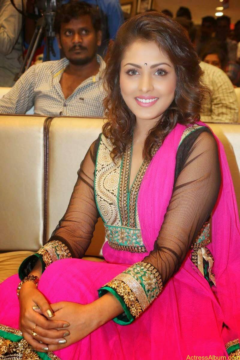 Telugu Actress Madhu Shalini latest wallpapers