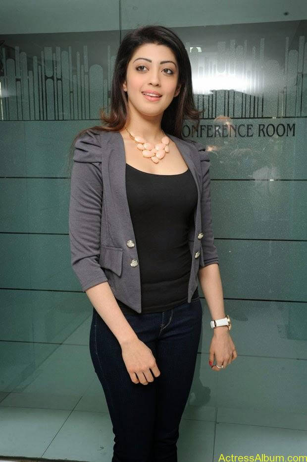 Telugu Actress Pranitha  hot in tight jeans (1)