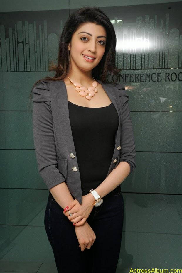 Telugu Actress Pranitha  hot in tight jeans (2)