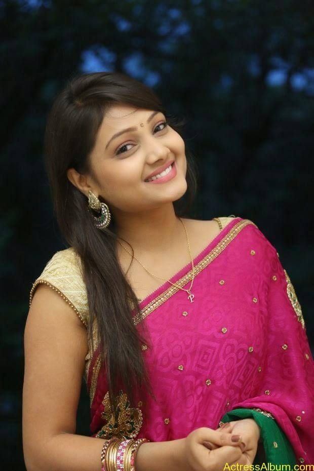 Telugu Actress Priyanka latest wallpapers in pink saree (1)