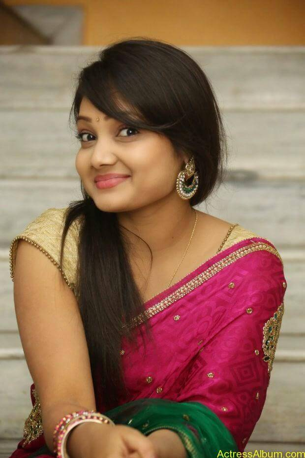Telugu Actress Priyanka latest wallpapers in pink saree (2)
