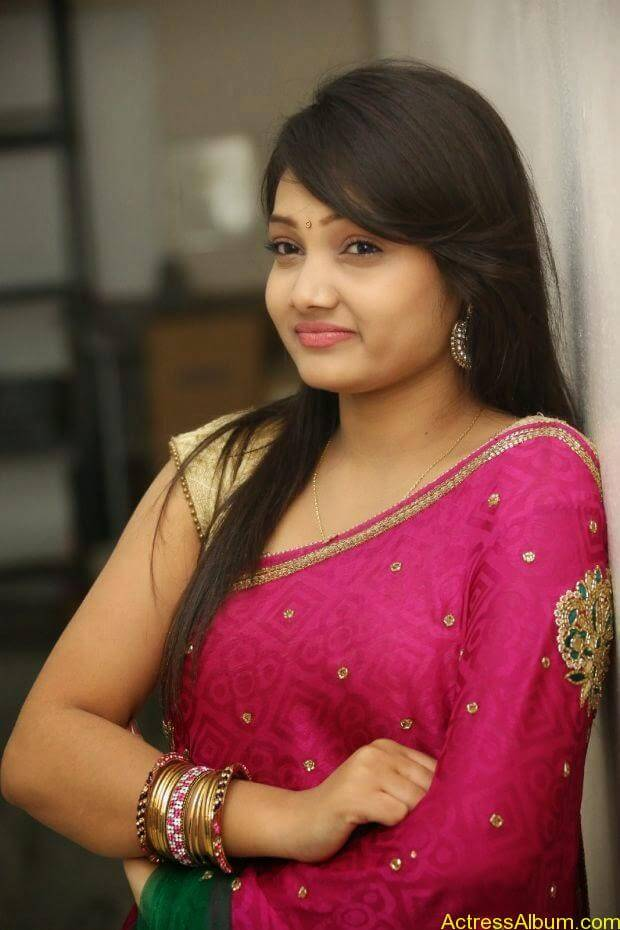 Telugu Actress Priyanka latest wallpapers in pink saree (4)