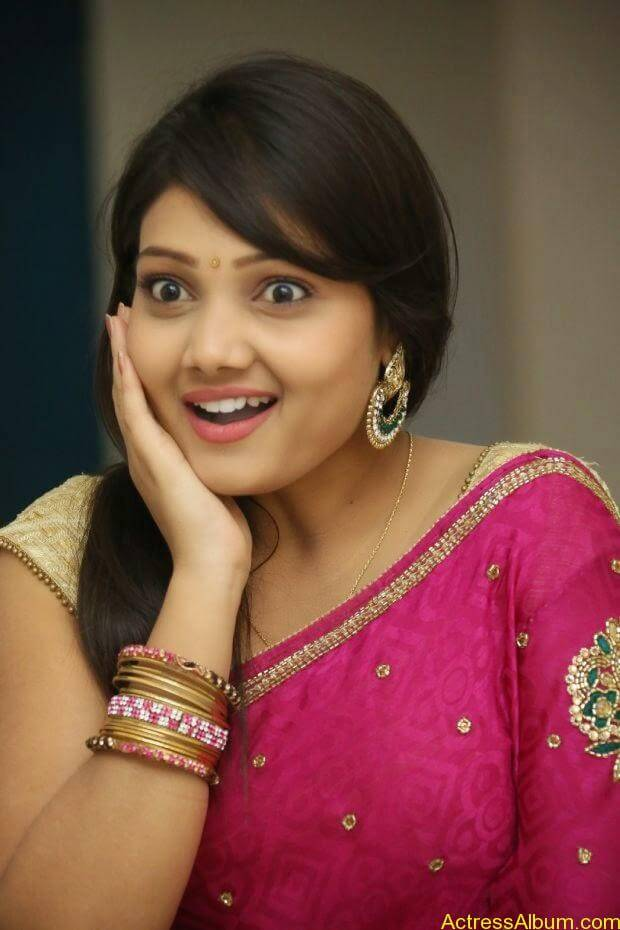 Telugu Actress Priyanka latest wallpapers in pink saree (8)