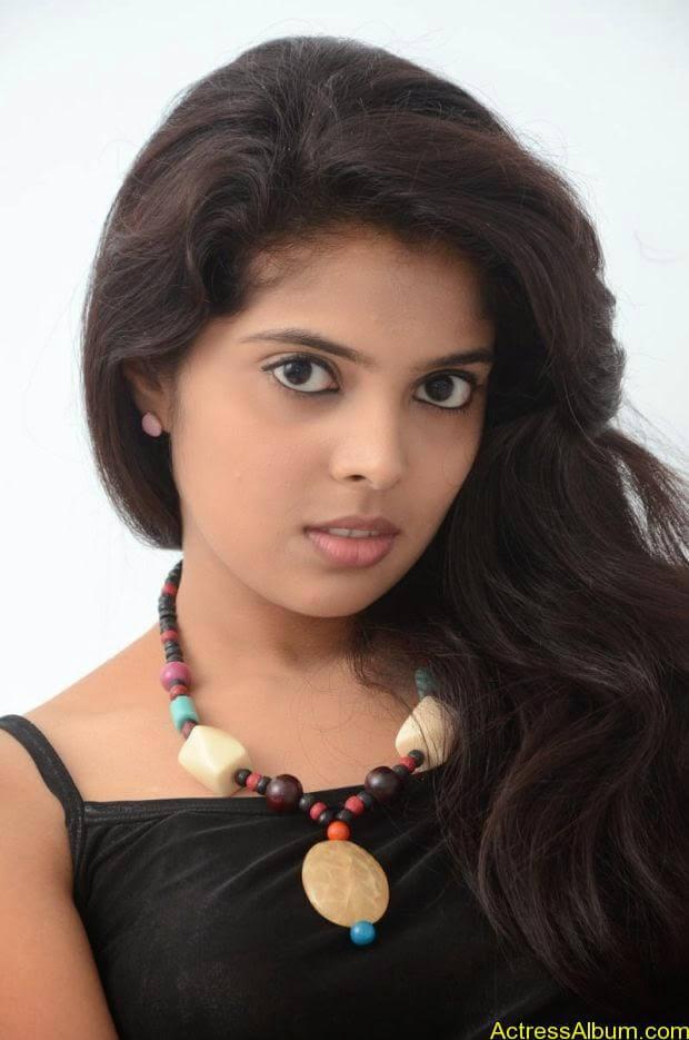 Telugu Actress Shravya hot photo shoot (1)