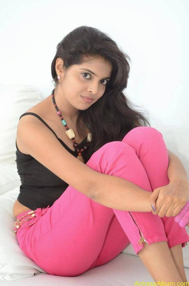 Telugu Actress Shravya hot photo shoot (2)