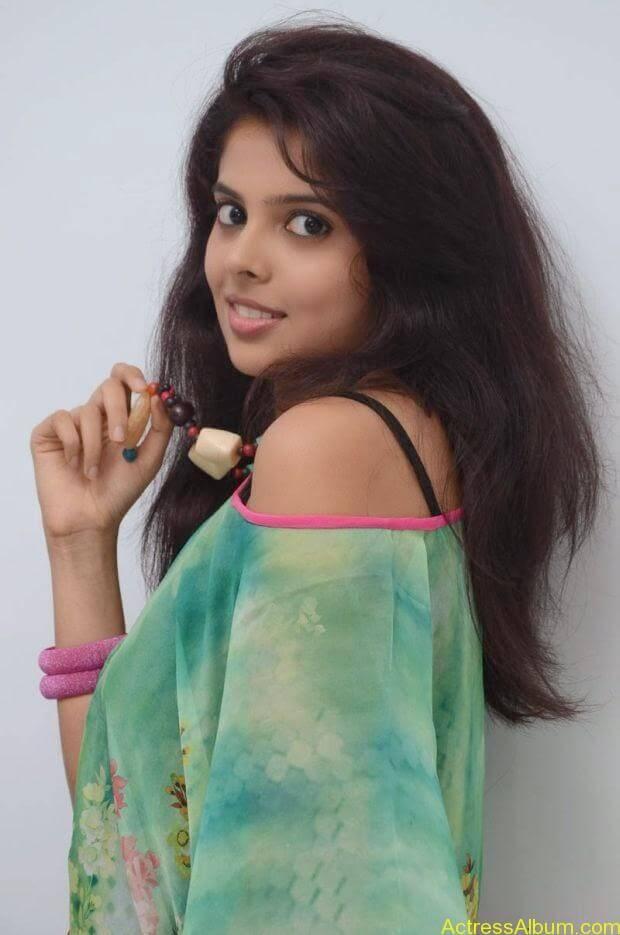Telugu Actress Shravya hot photo shoot (4)