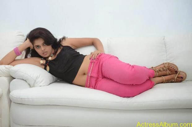 Telugu Actress Shravya hot photo shoot (6)