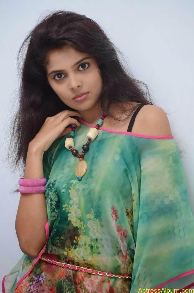 Telugu Actress Shravya hot photo shoot
