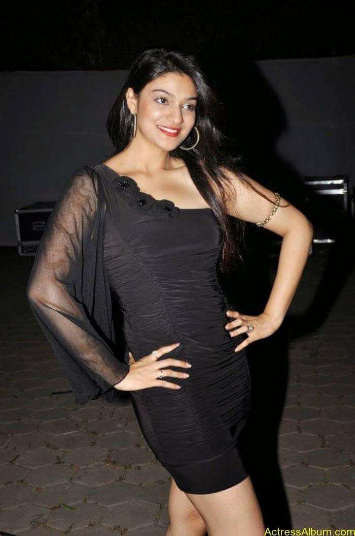 Telugu Actress Siya Gautham hot photo shoot (2)