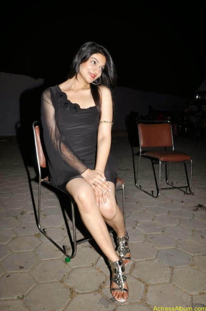 Telugu Actress Siya Gautham hot photo shoot (3)