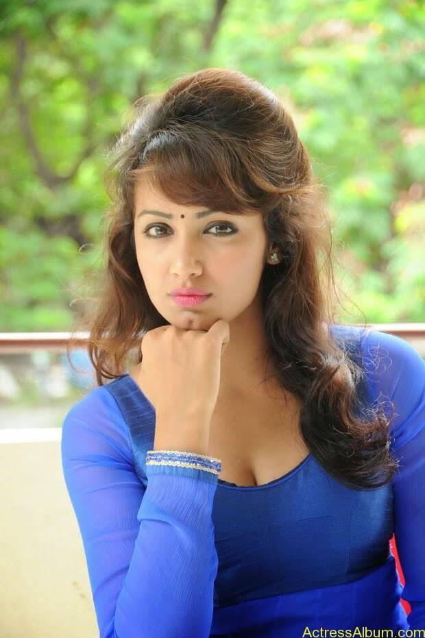 Telugu Actress Tejaswi latest photo shoot (2)