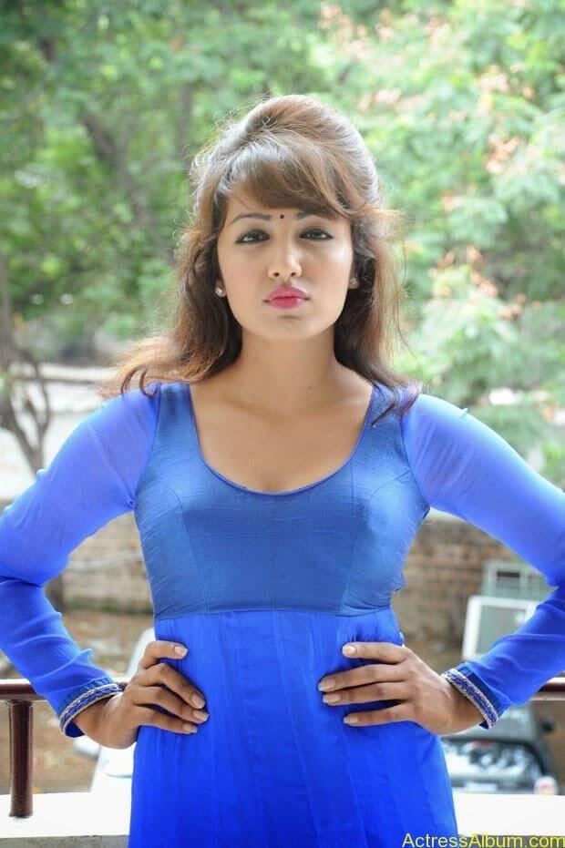 Telugu Actress Tejaswi latest photo shoot (7)
