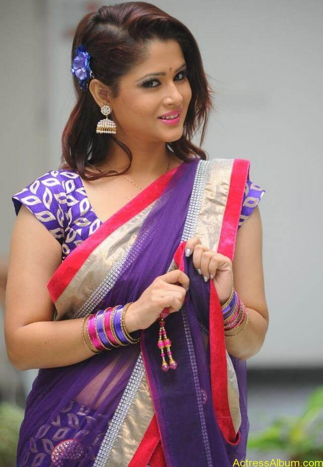 tv anchor shilpa chakravarthy hot stills in saree (3)